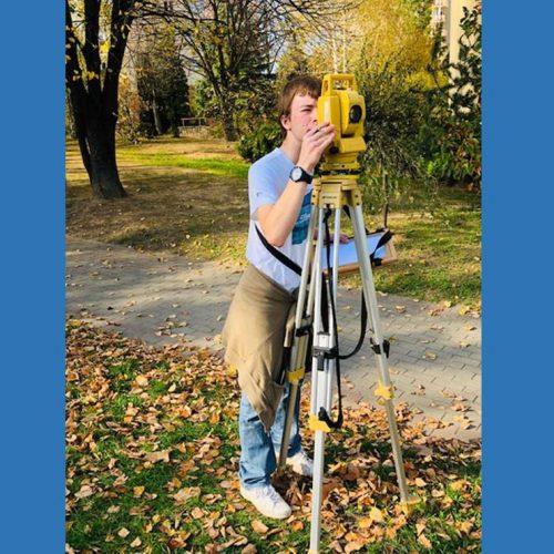 Terenowe ćwiczenia geodezyjne klasy 2TG Autor: Jerzy Moskal